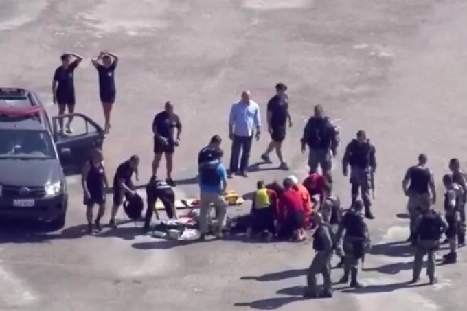 Helicóptero da PM cai no Rio