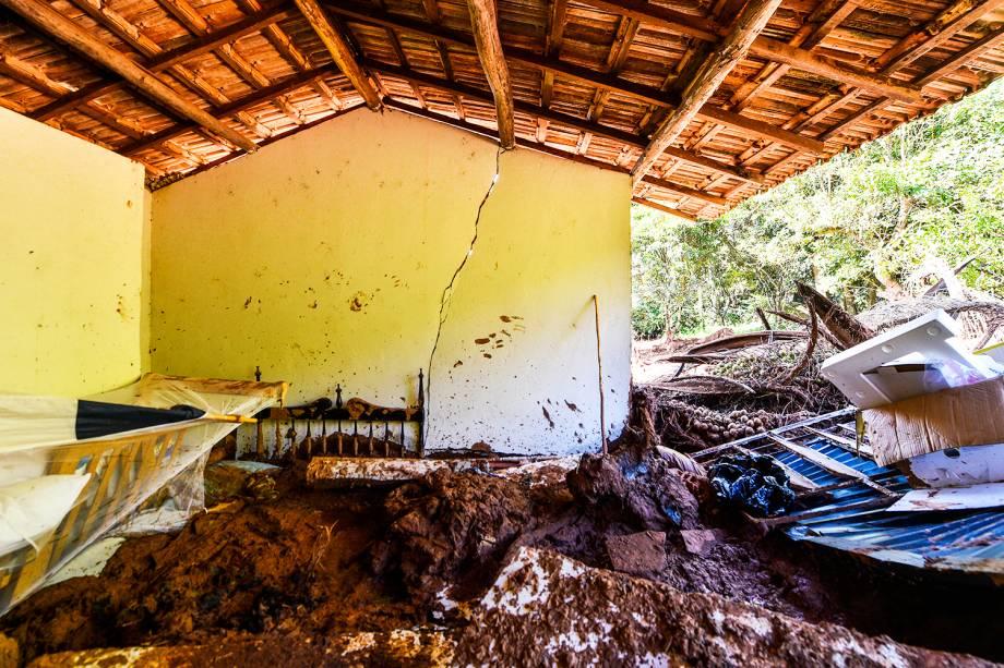 Lama invade residência após rompimento de barragem nos arredores da Mina Córrego do Feijão, próximo da cidade de Brumadinho (MG) - 27/01/2019