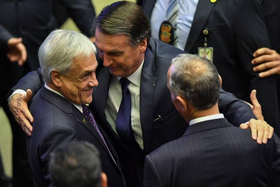O presidente do Brasil, Jair Bolsonaro, saúda o presidente do Chile, Sebastian Piñera, durante cerimônia de posse, no Congresso em Brasília - 01/01/2019