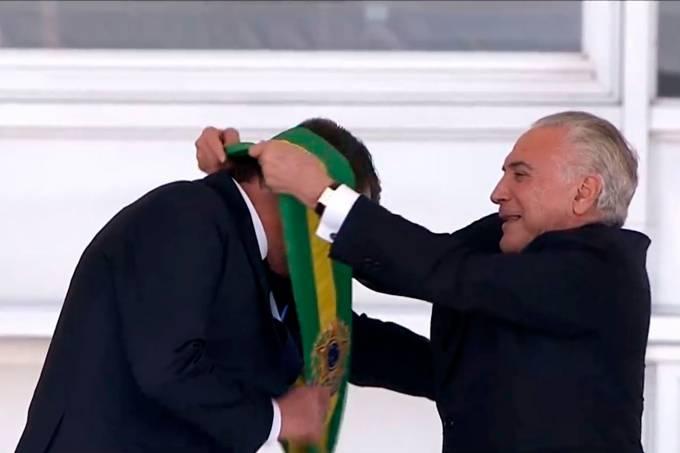 Jair Bolsonaro recebe a faixa presidencial
