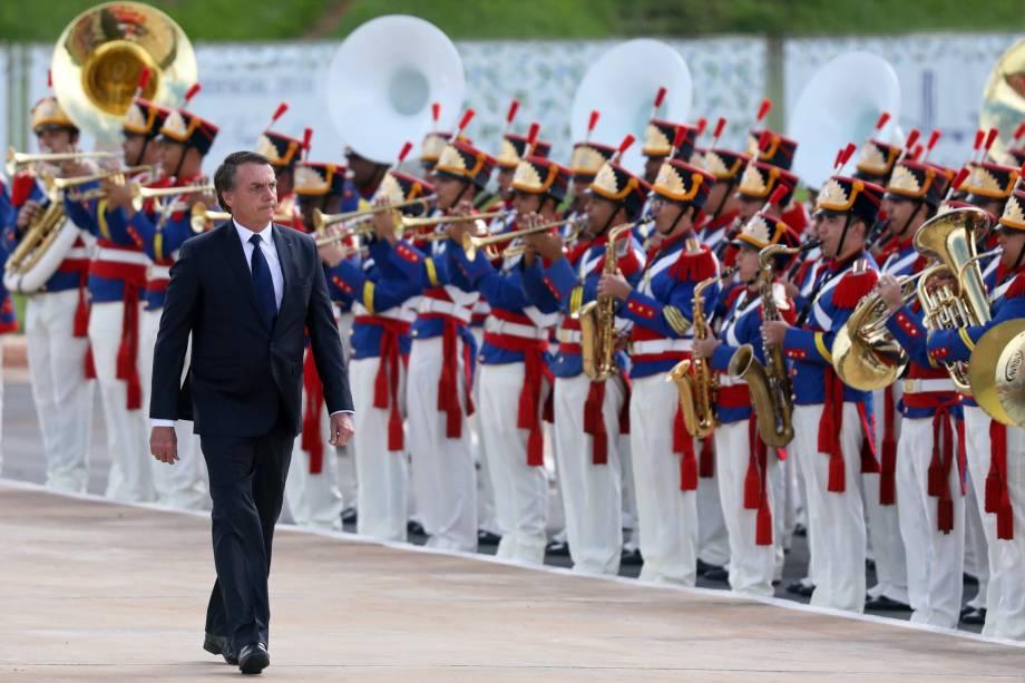 Presidente Jair Bolsonaro, revista as tropas após a cerimônia de posse no Congresso Nacional, em Brasília - 01/01/2019