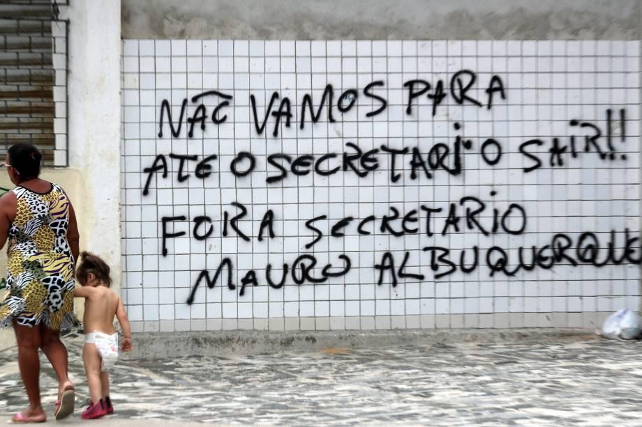 Pichação em muro pede a saída do secretário de Administração Penitenciária do Ceará, Luís Mauro Albuquerque em Fortaleza - 07/01/2019