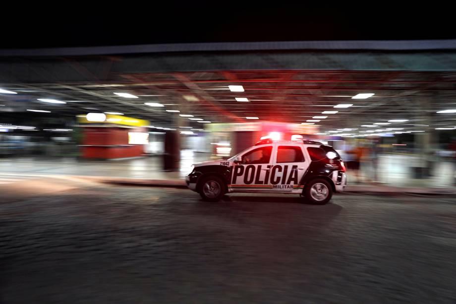 Policiais fazem patruha próximo de terminal de ônibus em Fortaleza (CE) - 08/01/2019