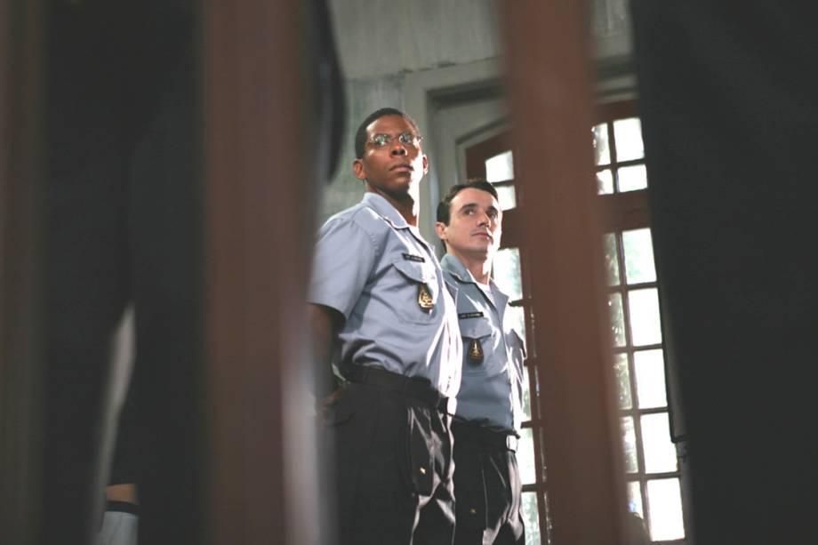 """André Ramiro e Caio Junqueira no filme """"Tropa de Elite"""", de José Padilha"""