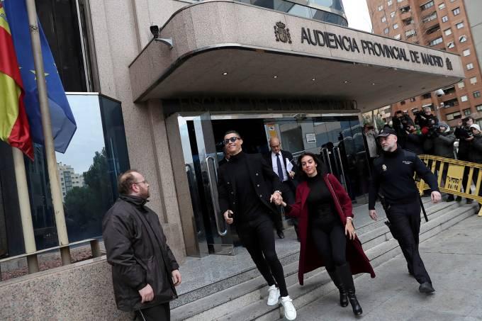 Cristiano Ronaldo comparece ao tribunal durante seu julgamento por fraude fiscal