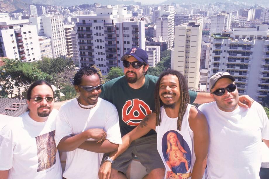 """Marcelo Lobato, Lauro Farias, Marcelo Yuka, Marcelo Falcão e Xandão, integrantes do grupo """"O Rappa"""" - 28/9/1999"""