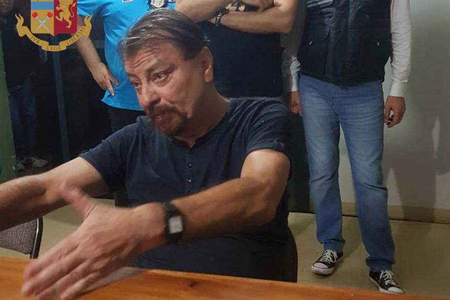 Imagem divulgada pela Polícia de Estado Italiana mostra o italiano Cesare Battisti, depois que ele foi preso na cidade boliviana de Santa Cruz de la Sierra - 13/01/2019