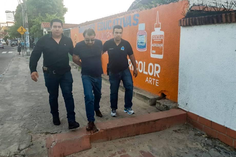 Cesare Battisti no momento de sua prisão em Santa Cruz de la Sierra, na Bolívia