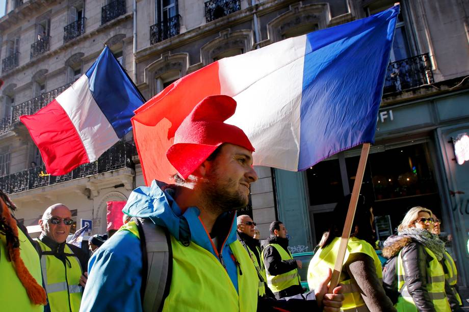 Manifestantes com coletes amarelos protestam contra o governo em Marselha, na França - 05/01/2019