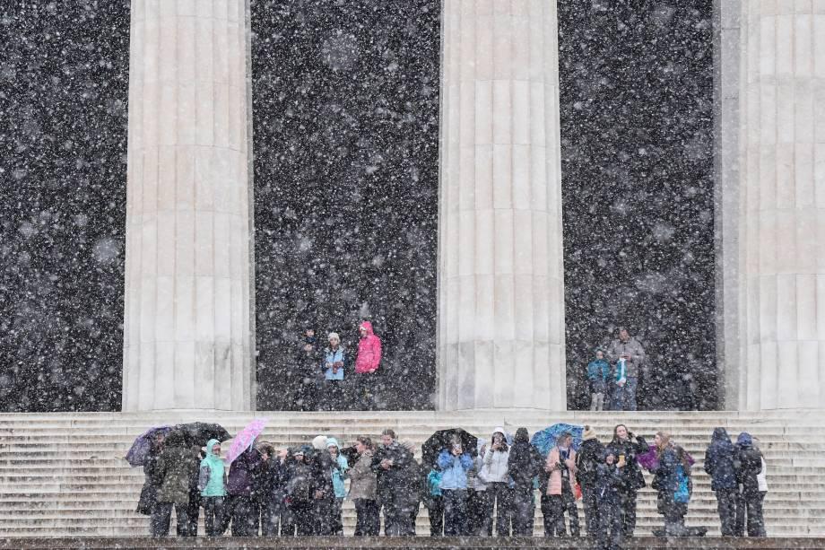 Alunos da Trinity Presbyterian School de Montgomery, Alabama enfrentam nevasca durante excursão ao Lincoln Memorial, em Washington - 29/01/2019
