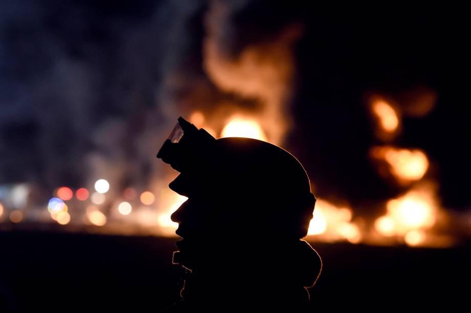 Soldado mexicano trabalha no resgate de vítimas após oleoduto explodir em Tlahuelilpan, cidade localizada no estado mexicano de Hidalgo - 18/01/2019