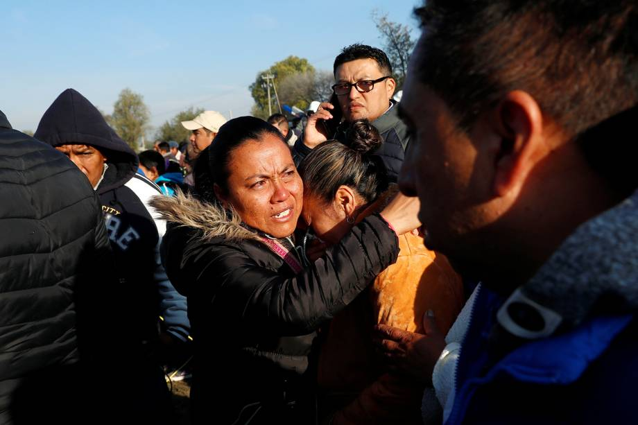 Moradores locais lamentam após explosão de oleoduto deixar dezenas de mortos e feridos em Tlahuelilpan, cidade localizada no estado mexicano de Hidalgo - 19/01/2019