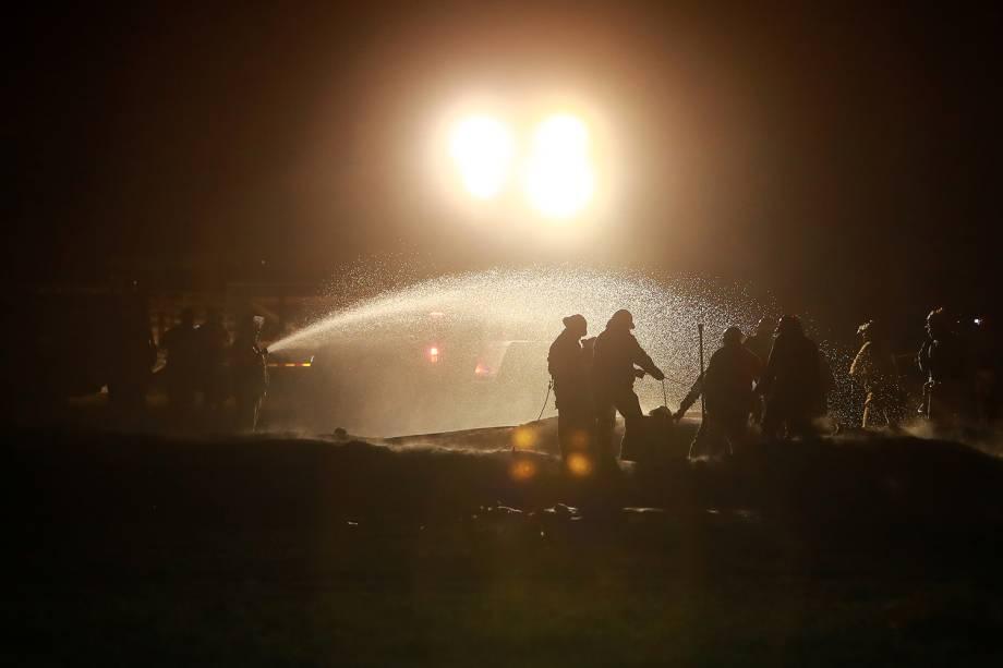 Equipes de resgate controlam chamas após explosão de oleoduto em Tlahuelilpan, cidade localizada no estado mexicano de Hidalgo - 19/01/2019