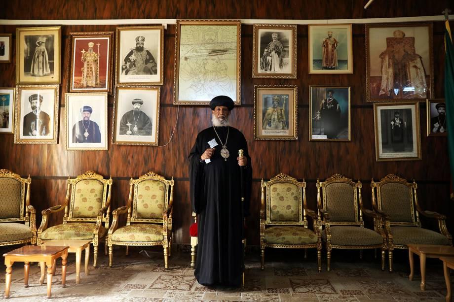 Sua Graça, Abune Enbakom, Arcebispo da Igreja Ortodoxa Etíope em Jerusalém, posa para uma fotografia no Patriarcado da Igreja Ortodoxa Etíope na Cidade Velha de Jerusalém - 20/03/2018