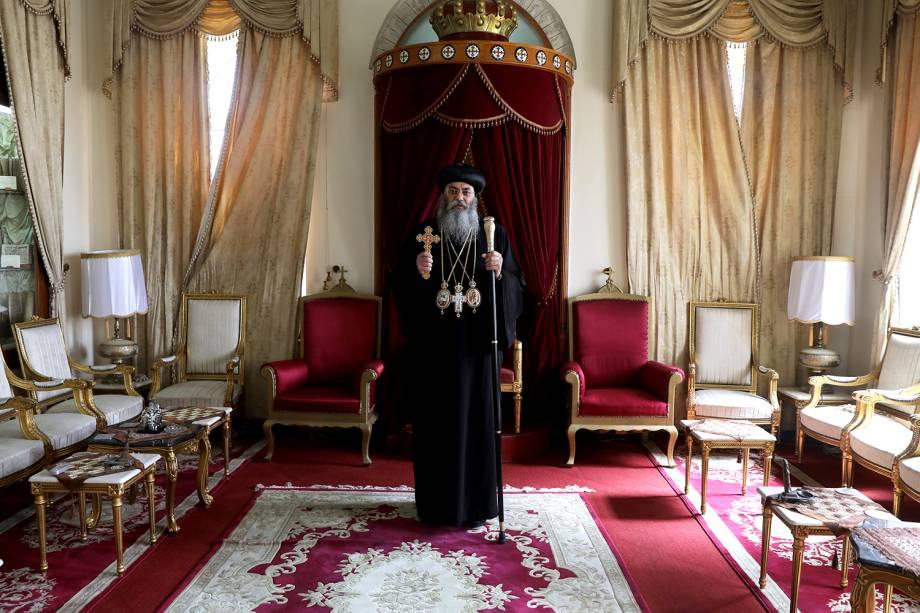 Sua Eminência, Arcebispo Dr. Anba Antonius, da Igreja Católica Copta de Jerusalém e do Oriente Próximo, posa para fotografia na Cidade Velha de Jerusalém - 15/03/2018