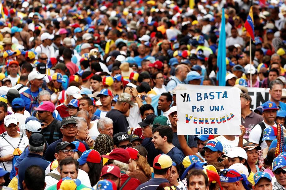 Manifestantes fazem marcha contra o presidente venezuelano Nicolás Maduro, em Caracas - 23/01/2019