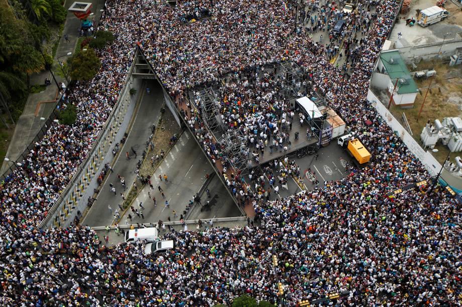 Imagem aérea de marcha contra o presidente Nicolás Maduro em Caracas, Venezuela - 23/01/2019
