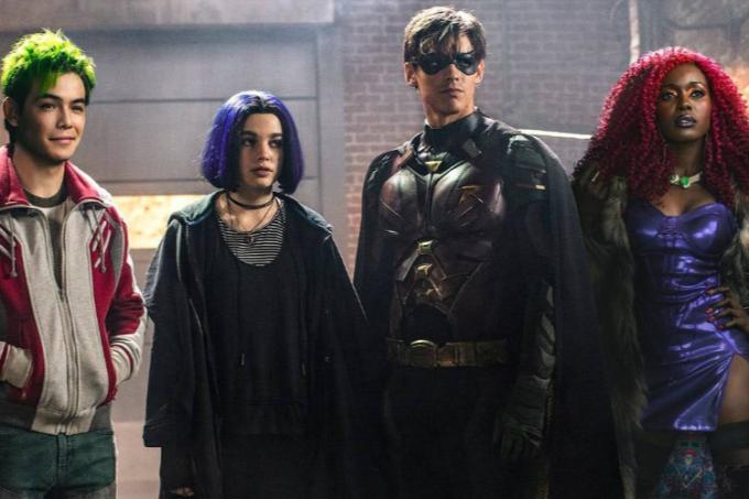 Murano (Ryan Potter), Ravena (Teagan Croft), Robin (Brenton Thwaites) e Estelar (Anna Diop) em 'Titãs'