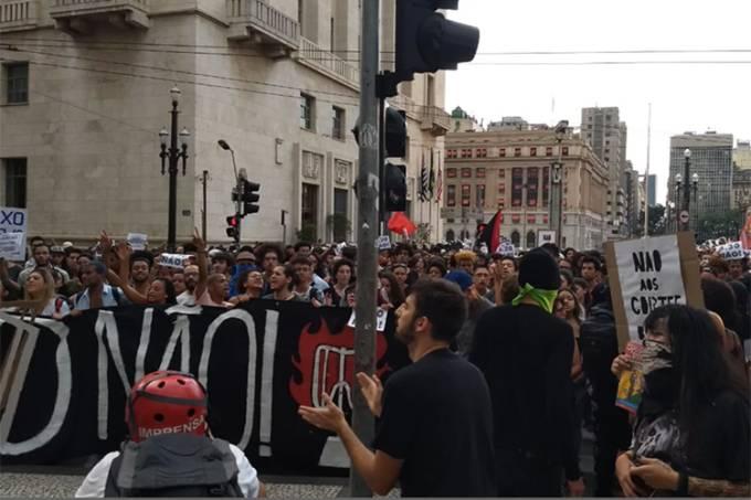 Movimento Passe Livre realiza protesto contra o aumento da tarifa