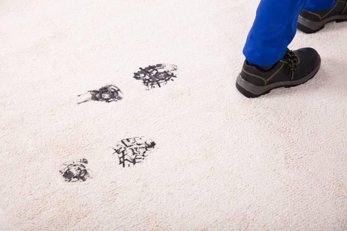 Pegadas em tapete