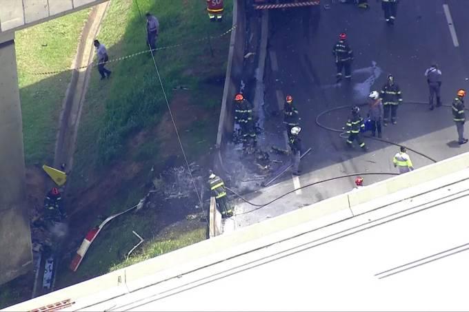 Helicoptero cai na Rodovia Anhanguera e mata duas pessoas