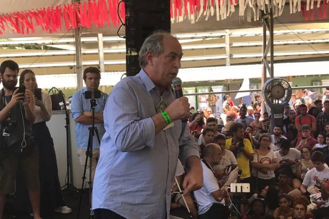 Ciro Gomes discursa na Bienal da UNE em Salvador