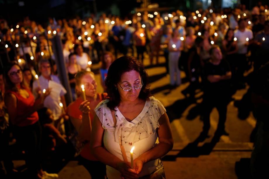 Pessoas prestam homenagens para para vítimas e desaparecidos após rompimento de barragem na cidade de Brumadinho em Minas Gerais - 29/01/2019