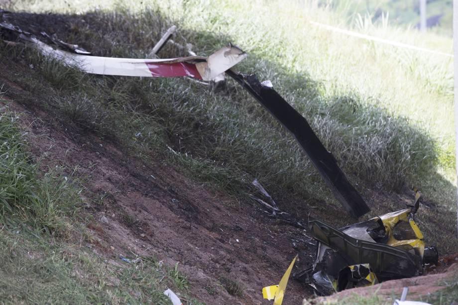 Duas pessoas morrem após um helicóptero cair em trecho do Rodoanel que dá acesso à rodovia Anhanguera, na zona oeste de São Paulo, e atingir um caminhão que estava na via, nesta segunda-feira (11). Entre as vítimas, está o jornalista da Bandeirantes, Ricardo Boechat - 11/02/2019