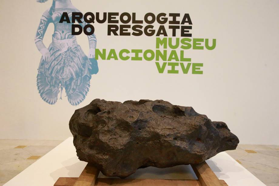 Meteorito Santa Luzia na exposição 'Museu Nacional Vive - Arqueologia do Resgate', no Centro Cultural Banco do Brasil - 25/02/2019
