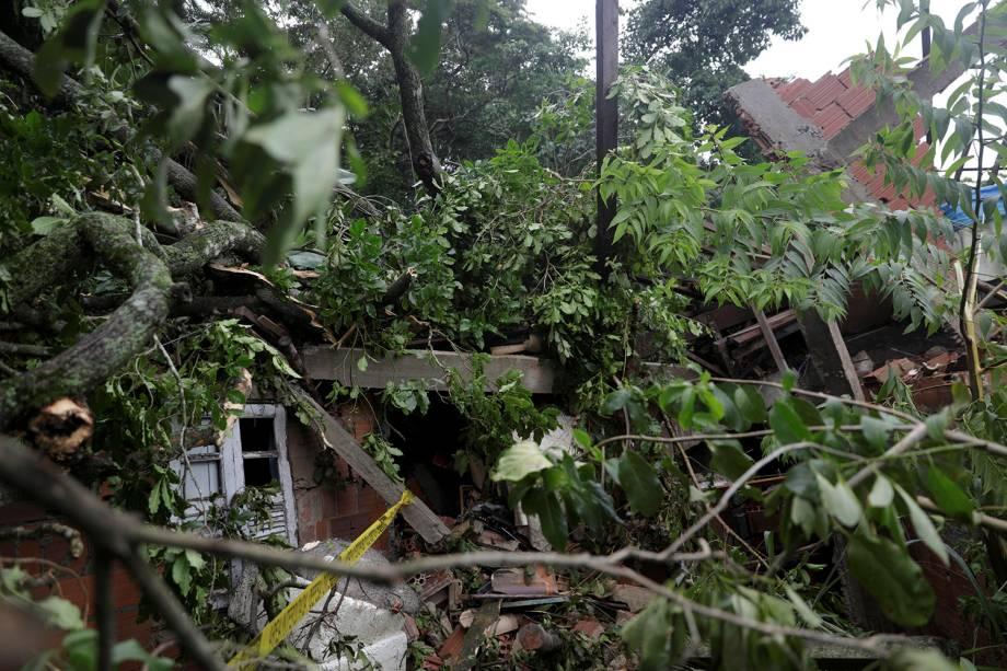 Uma casa afetada pelo deslizamento de terra após as fortes chuvas é vista em Barra de Guaratiba, no Rio de Janeiro - 07/02/2019