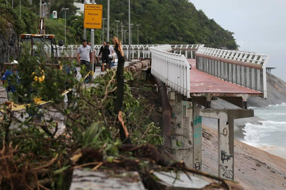 Parte da ciclovia perto da praia de São Conrado, no Rio de Janeiro, cedeu devido à força da chuva - 07/02/2019
