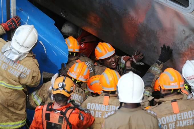 Colisão de trens deixa ao menos oito feridos no Rio de Janeiro