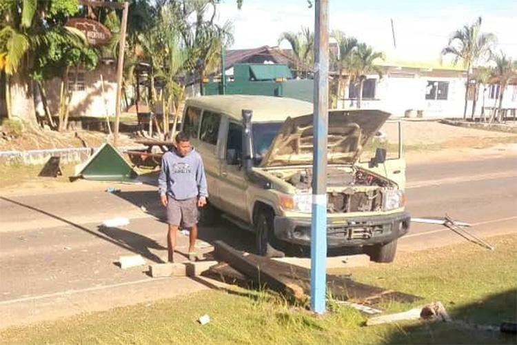 O deputado Americo De Grazia publica foto nas redes sociaissobre um veículo militar usado pelas forças armadas durante um confronto com indígenas na Venezuela - 22/02/2019
