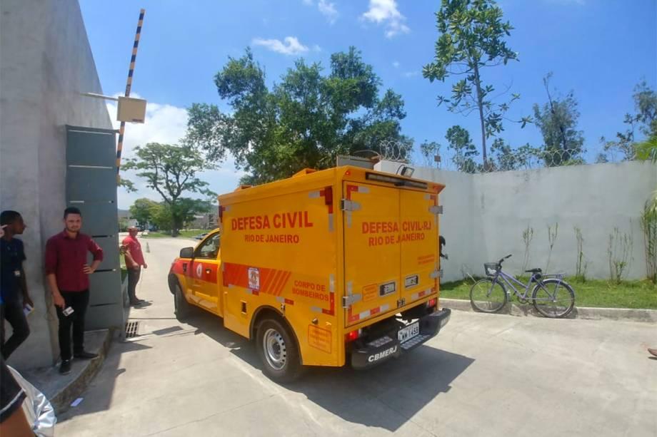Veículo da Defesa Civil chega ao CT Ninho do Urubu - 08/02/2019