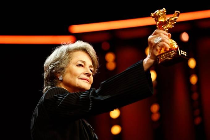 Charlotte Rampling recebe Urso de Ouro no Festival de Berlim