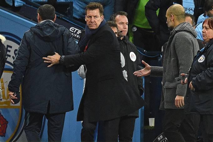 Treinador do Chelsea, Maurizio Sarri, deixa Guardiola no vácuo
