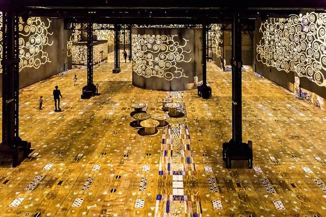 KLIMT - Mais de 1,2 milhão de pessoas foram ver o show multimídia com suas obras em Paris. Já a tela O Beijo, em Viena, recebe 1 milhão de pessoas por ano