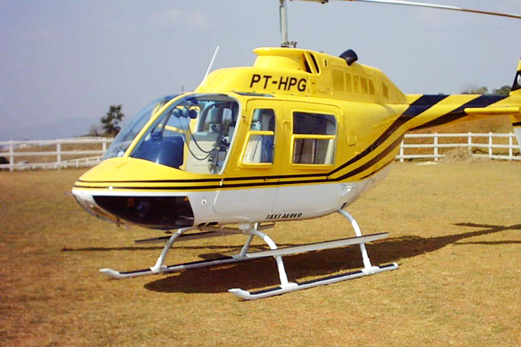 Helicóptero BELL 206B, prefixo PT-HPG, semelhante ao que transportava o jornalista Ricardo Boechat