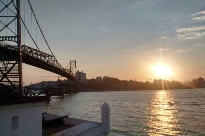 hercilio-luz-bridge-679873_1920