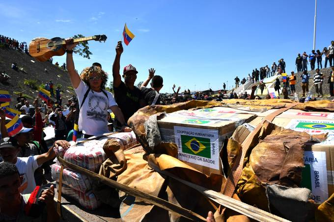 Brasil envia caminhão com ajuda humanitária para a Venezuelaa