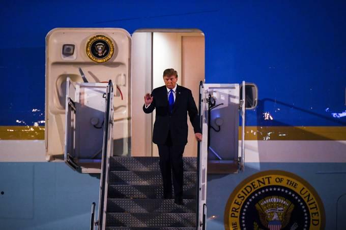 Trump desembarca no Vietnã para encontro com Kim Jong-Un