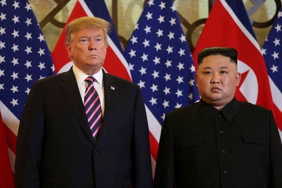 O presidente dos EUA, Donald Trump, e o líder norte-coreano, Kim Jong-un, posam antes da reunião durante a segunda cúpula dos EUA e da Coréia do Norte no Hotel Metropole, em Hanói, no Vietnã - 27/02/2019