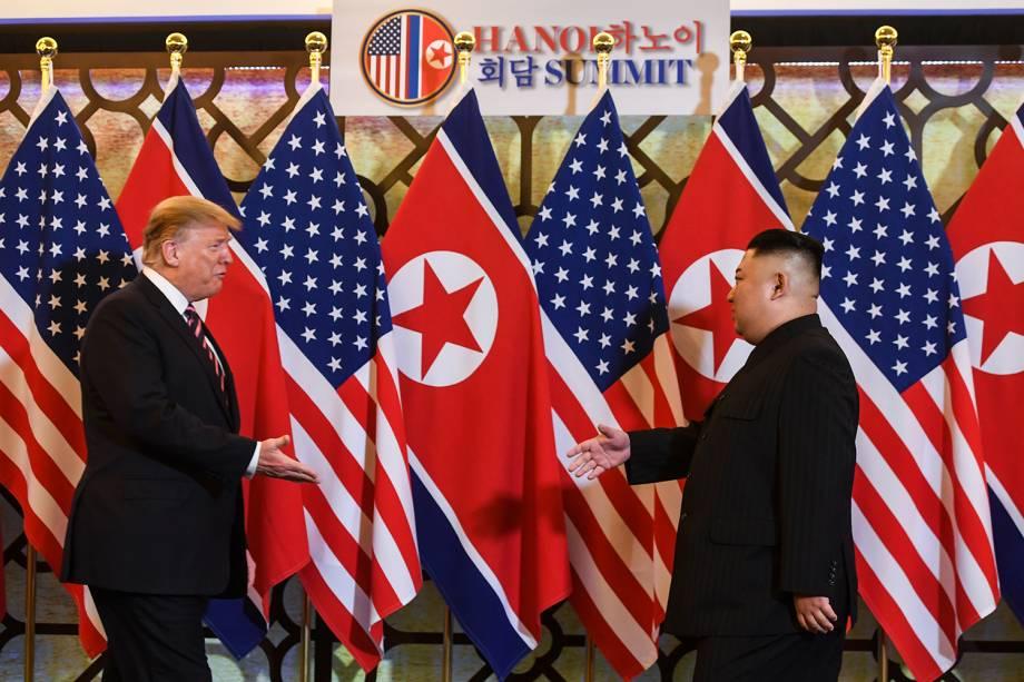 Donald Trump e Kim Jong-un se encontram durante a segunda cúpula dos EUA e da Coréia do Norte no Hotel Metropole, em Hanói, no Vietnã - 27/02/2019