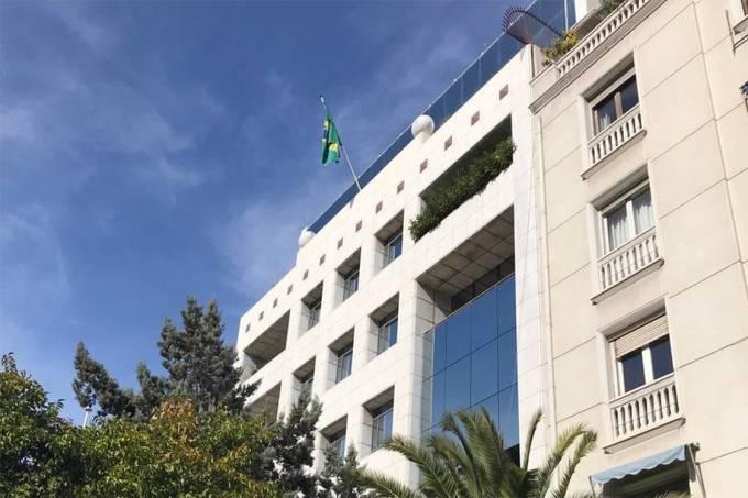 Grupo classificado de 'anarquistas gregos' invade embaixada do Brasil na Grécia