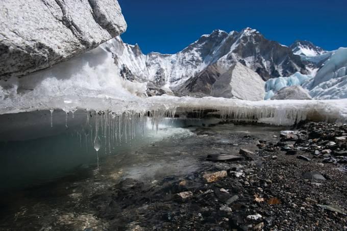 Um terço das geleiras do Himalaia irá derreter até 2100, aponta estudo