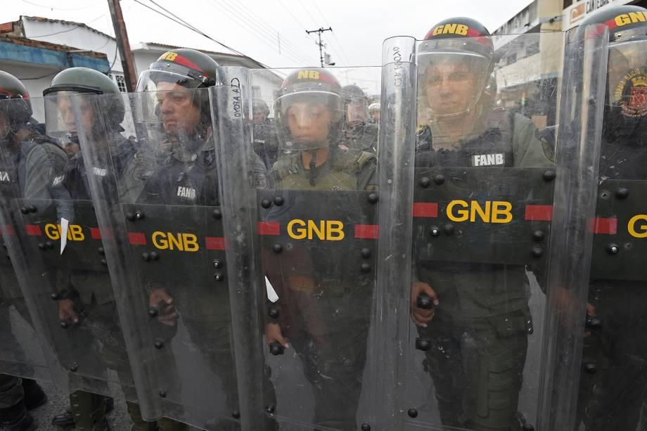 Membros da força de segurança venezuelana se posicionam em Ureña, Venezuela - 23/02/2019
