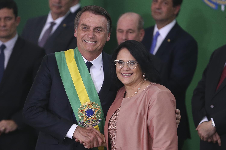 Bolsonaro diz que escuta qualquer ministro, 'até a Damares' | VEJA
