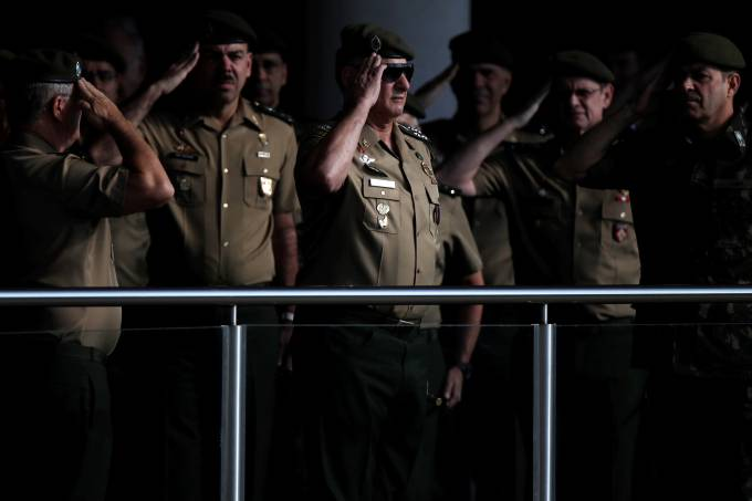 Militares 'rememoram' golpe de 64