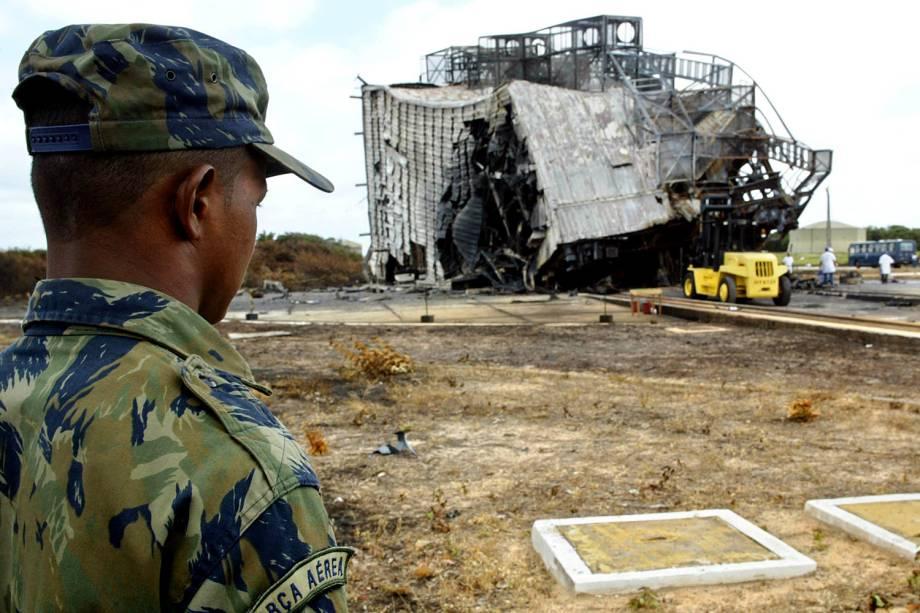 Explosão do VLS-1 (veículo lançador de satélites) matou 21 pessoas, entre técnicos, engenheiros e cientistas, no Centro de Lançamento de Alcântara (MA) - 25/08/2003