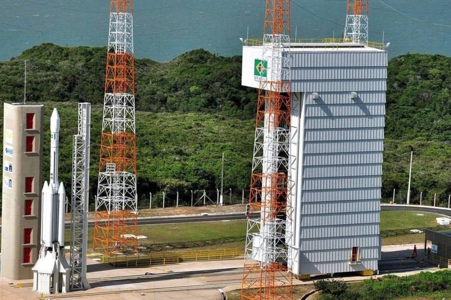 Torre de lançamento de foguetes, localizada no CLA - Centro de Lançamento de Alcântara (MA)